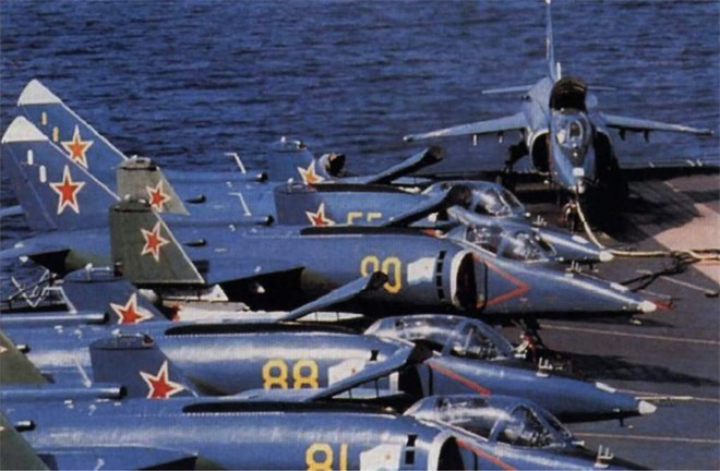 [ẢNH] Nhìn lại vụ tiêm kích hạm siêu độc đáo của Liên Xô rơi ngoài khơi Việt Nam - Ảnh 10.
