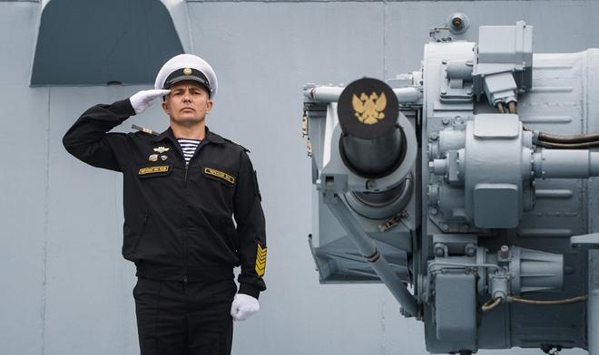 TQ rầm rộ diễu binh trên biển: Nỗi sợ 470 lần bị tấn công và lý do Mỹ cấm tiệt tàu chiến, sĩ quan tham gia - Ảnh 3.