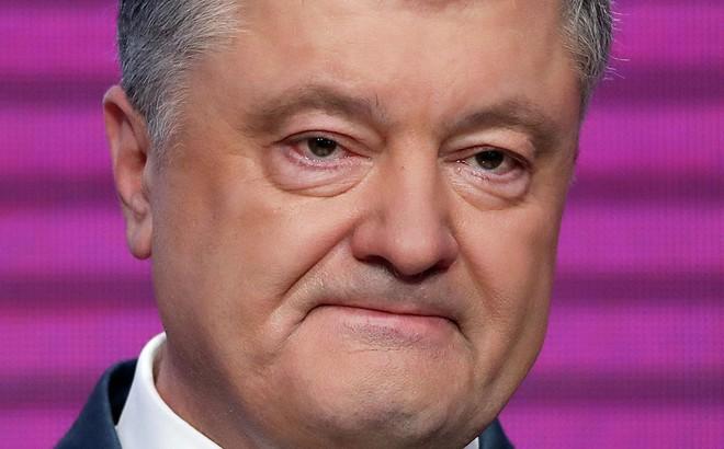 VIDEO: Nghe kết quả bầu cử sơ bộ, Tổng thống Poroshenko rơm rớm nước mắt nhận thua