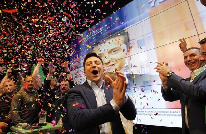 Danh hài vừa thắng áp đảo trong cuộc bầu cử Tổng thống Ukraine quyền lực và nổi tiếng cỡ nào? - Ảnh 1.