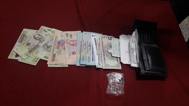 Cặp đôi cướp giật túi xách có hơn 15.000 đồng - Ảnh 1.