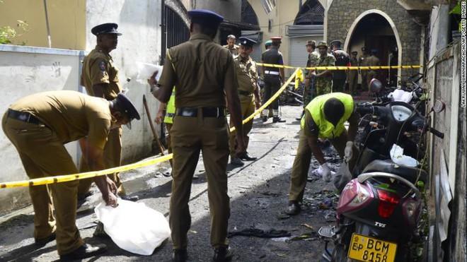 Đánh bom đẫm máu Sri Lanka gợi nhớ bóng ma bạo lực quá khứ sau thập kỷ hoà bình  - Ảnh 2.
