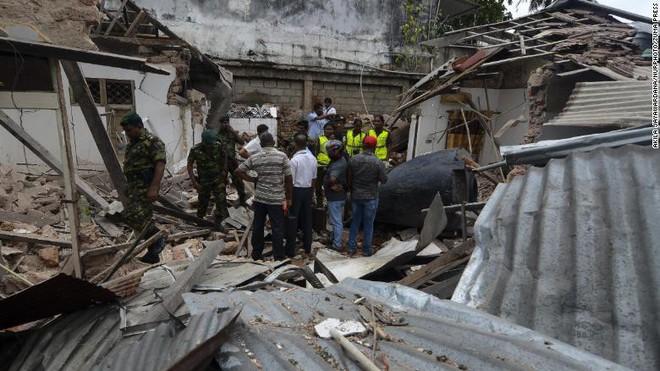 Đánh bom đẫm máu Sri Lanka gợi nhớ bóng ma bạo lực quá khứ sau thập kỷ hoà bình  - Ảnh 3.