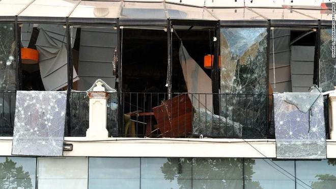 Đánh bom đẫm máu Sri Lanka gợi nhớ bóng ma bạo lực quá khứ sau thập kỷ hoà bình  - Ảnh 4.