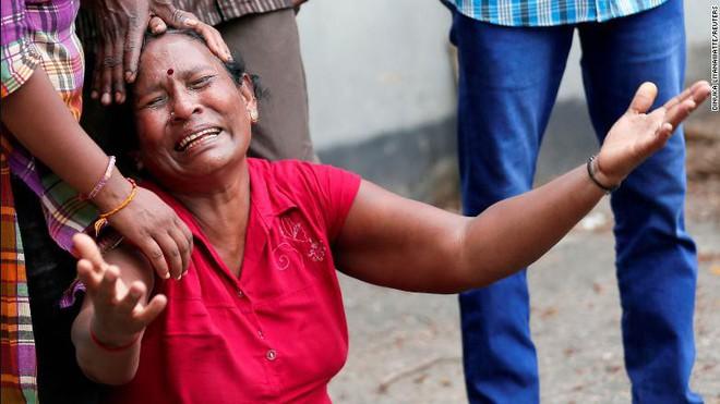 Đánh bom đẫm máu Sri Lanka gợi nhớ bóng ma bạo lực quá khứ sau thập kỷ hoà bình  - Ảnh 5.