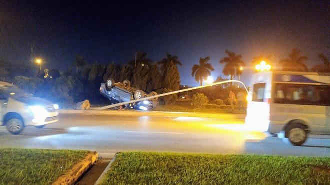 Hiện trường những vụ tai nạn kinh hoàng xảy ra đêm qua ở Hà Nội - hình ảnh liên tục được chia sẻ - Ảnh 5.