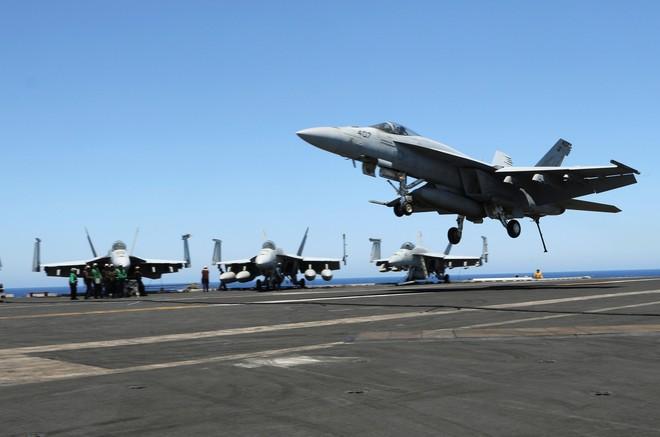 Mỹ lần đầu tiên triển khai cùng lúc 2 tàu sân bay tới Địa Trung Hải: Sắp có biến lớn? - Ảnh 1.