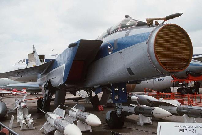 Tiết lộ chấn động: Siêu tiêm kích Nga phóng tên lửa bắn nhau, 1 MiG-31 rơi cùng 2 phi công - Ảnh 4.