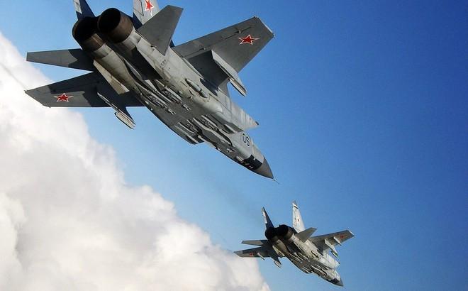 Tiết lộ chấn động: Siêu tiêm kích Nga phóng tên lửa bắn nhau, 1 MiG-31 rơi cùng 2 phi công