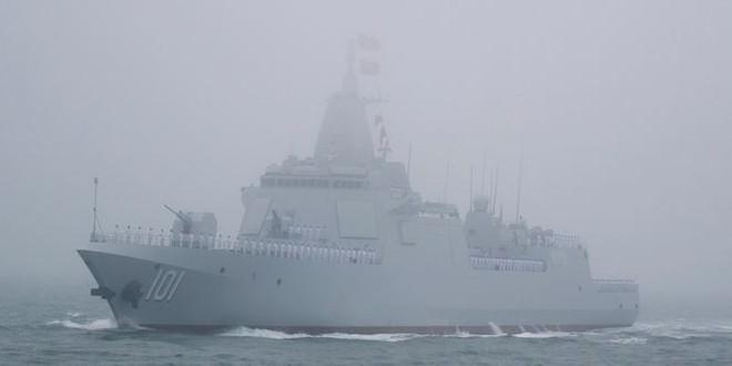 Diễu binh hải quân, Trung Quốc khoe khu trục hạm mới nhất - Ảnh 1.