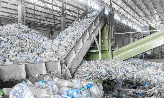 Video hé lộ sự thật về tái chế rác nhựa: Thì ra việc vứt rác đúng chỗ thôi là chưa đủ - Ảnh 3.