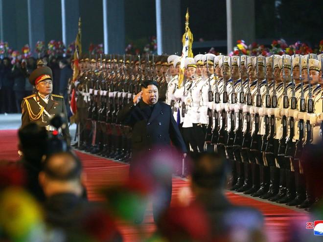 TT Putin lần lượt ngồi chung bàn đàm phán với cha con ông Kim Jong Un: Triều Tiên trông chờ gì từ Nga? - Ảnh 1.