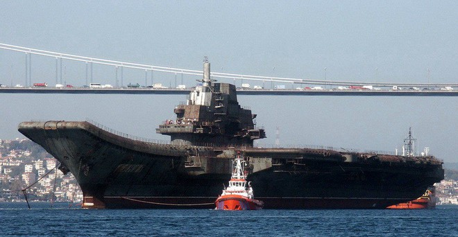 Trung Quốc - Kẻ ăn hôi vĩ đại: Mua tàu sân bay khủng với giá một vốn... bốn nghìn lời - Ảnh 1.