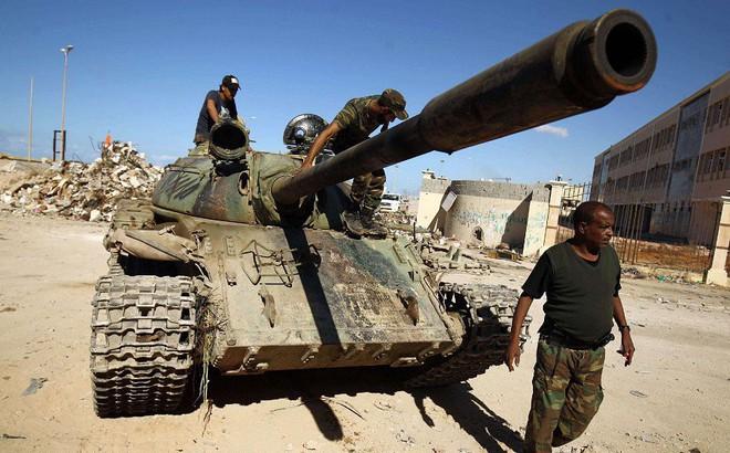 """Vì sao tướng Haftar được Mỹ và đồng minh Ả Rập """"ngầm"""" ủng hộ trong cuộc đối đầu ở Libya?"""