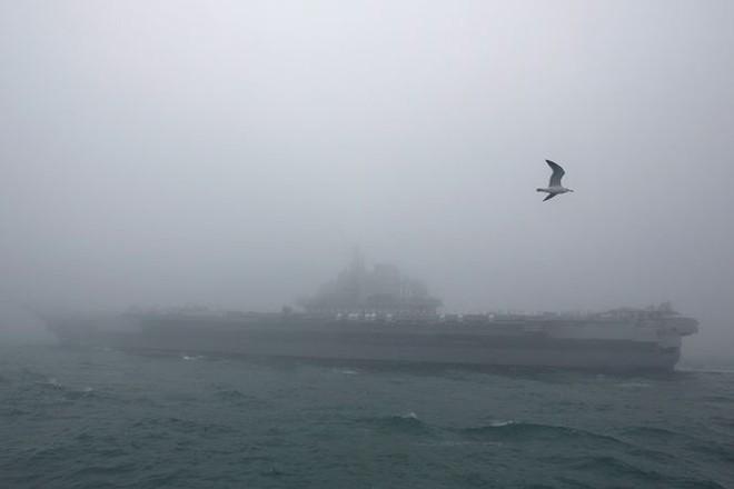 Diễu binh hải quân, Trung Quốc khoe khu trục hạm mới nhất - Ảnh 4.