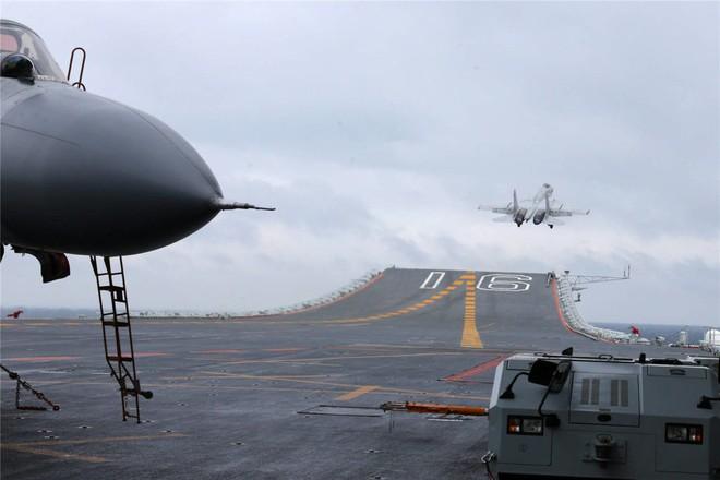 Trung Quốc - Kẻ ăn hôi vĩ đại: Mua tàu sân bay khủng với giá một vốn... bốn nghìn lời - Ảnh 10.