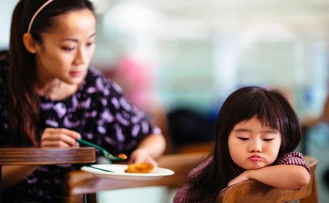 Muốn con nên người, mẹ chớ lơ là việc dạy con đức tính kiên nhẫn với 5 phương pháp hiệu quả này
