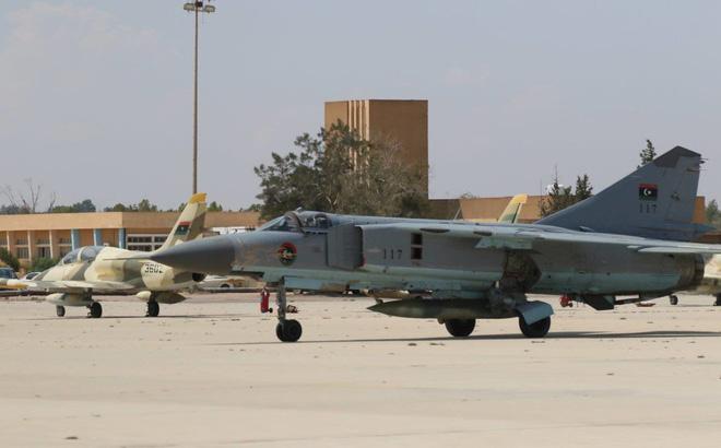 """""""Cối xay thịt"""" Libya: Máy bay LNA rụng như sung - Bằng chứng sốc quân ta bắn quân mình"""