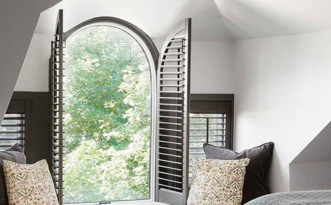 Nhà phố hiện đại với 2 mẫu thiết kế cửa sổ đang thịnh hành, mẫu thứ hai đặc biệt phù hợp với những ngôi nhà chật hẹp