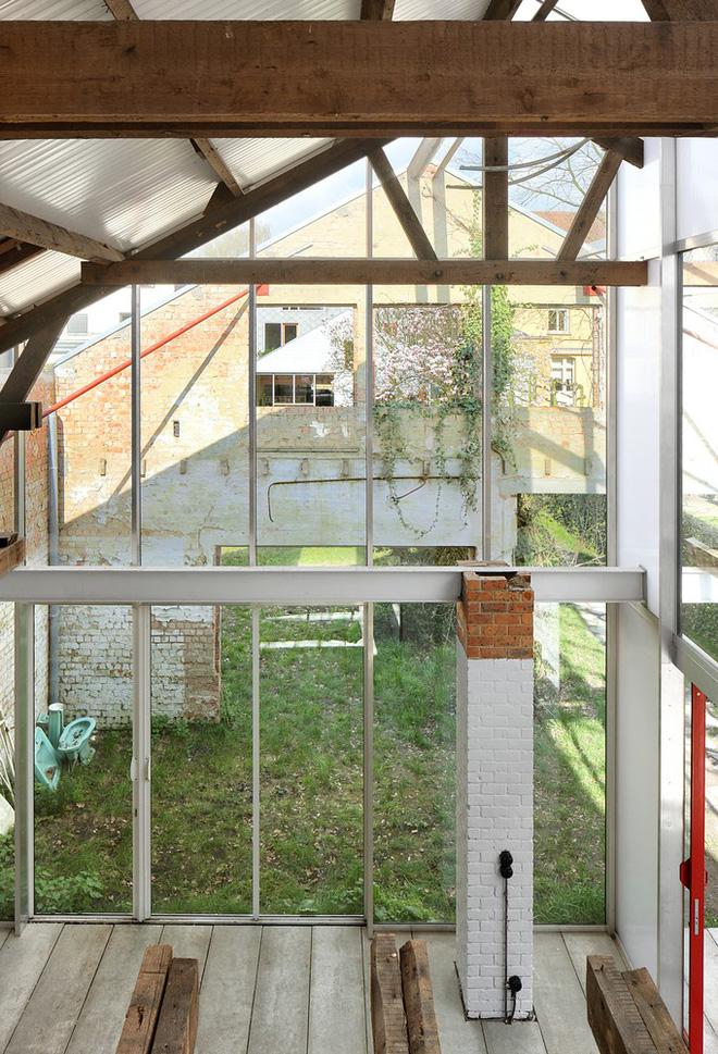 Ngôi nhà gần 100 năm tuổi đẹp ngỡ ngàng sau khi được cải tạo - Ảnh 4.