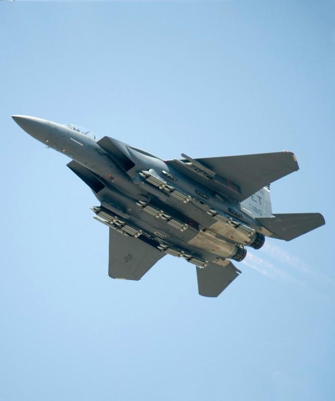 Đòn hiểm của bậc thầy không quân Israel vô hiệu hóa tên lửa S-300 và S-400 Nga ở Syria - Ảnh 1.