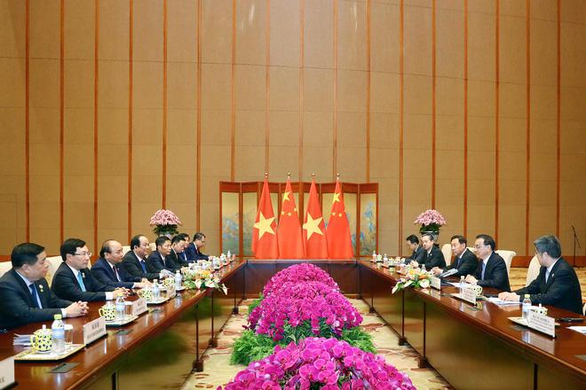 Thủ tướng Nguyễn Xuân Phúc hội đàm với Thủ tướng Trung Quốc Lý Khắc Cường - Ảnh 1.