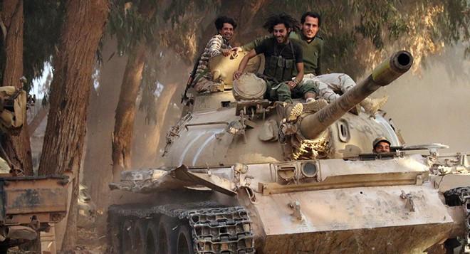Phe tướng Haftar sẽ thua đậm, thua cay đắng vì bị khoản nợ 25 tỉ USD đè bẹp? - Ảnh 1.
