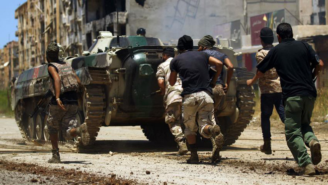 Phe tướng Haftar sẽ thua đậm, thua cay đắng vì bị khoản nợ 25 tỉ USD đè bẹp? - Ảnh 2.