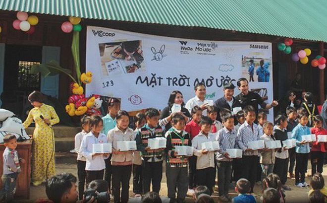 """Samsung tiếp tục dự án """"Mặt trời Mơ ước"""" viết tiếp hành trình lan tỏa ánh sáng đến vùng quê thiếu điện ở Sơn La và Cà Mau"""