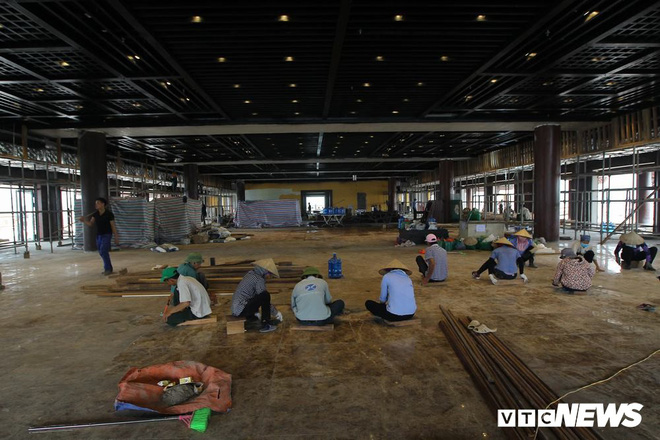 Ảnh: Hàng nghìn công nhân làm việc xuyên đêm tại ngôi chùa lớn nhất thế giới ở Hà Nam - Ảnh 8.