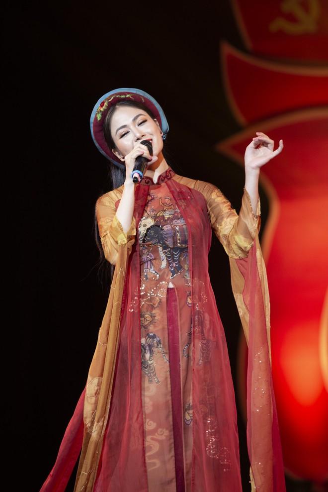 Hoa hậu Tuyết Nga hát chung sân khấu với loạt nghệ sĩ tên tuổi - Ảnh 2.