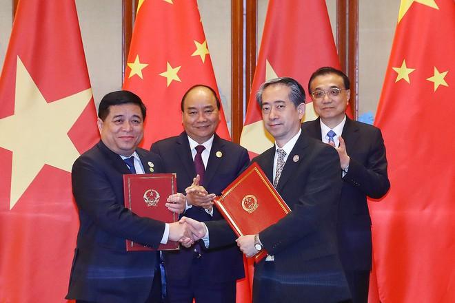 Thủ tướng Nguyễn Xuân Phúc hội đàm với Thủ tướng Trung Quốc Lý Khắc Cường - Ảnh 2.