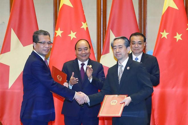 Thủ tướng Nguyễn Xuân Phúc hội đàm với Thủ tướng Trung Quốc Lý Khắc Cường - Ảnh 3.