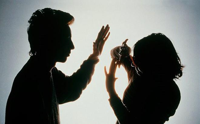 Nữ cán bộ phường bị đánh rách môi, gãy 2 răng khi vận động phá dỡ nhà trái phép