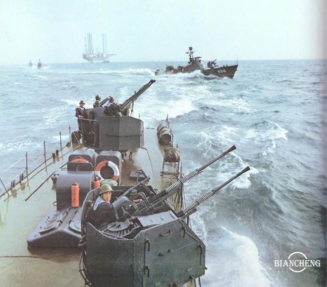 Ngạc nhiên trước hình ảnh Hải quân Trung Quốc cách đây vài thập kỷ - Ảnh 4.