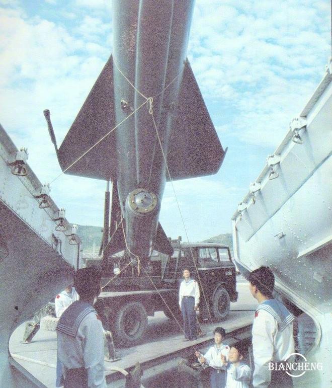 Ngạc nhiên trước hình ảnh Hải quân Trung Quốc cách đây vài thập kỷ - Ảnh 7.