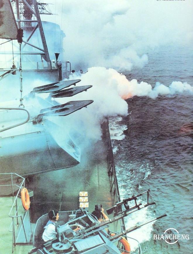 Ngạc nhiên trước hình ảnh Hải quân Trung Quốc cách đây vài thập kỷ - Ảnh 6.