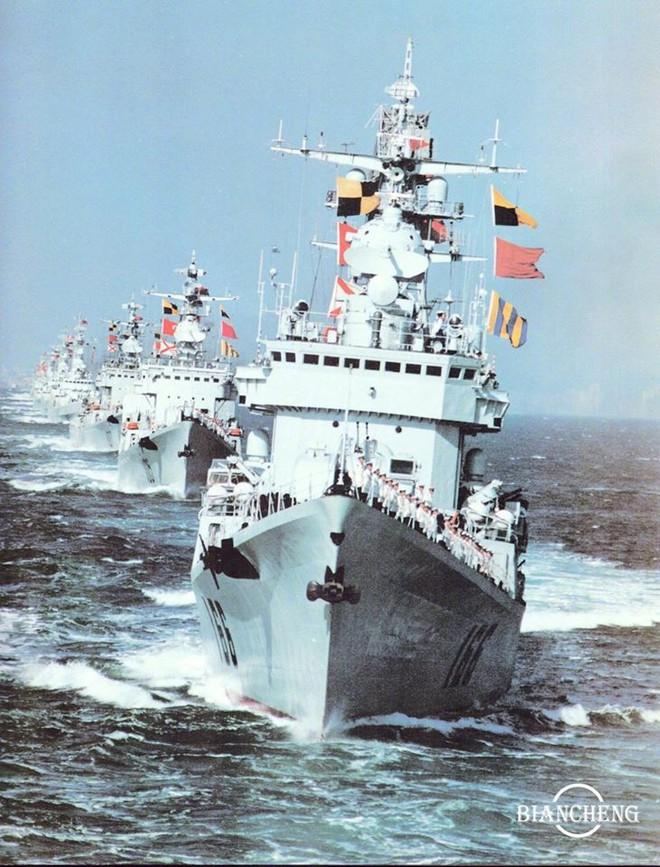 Ngạc nhiên trước hình ảnh Hải quân Trung Quốc cách đây vài thập kỷ - Ảnh 5.