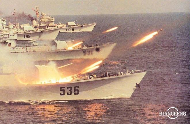 Ngạc nhiên trước hình ảnh Hải quân Trung Quốc cách đây vài thập kỷ - Ảnh 3.