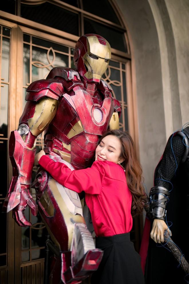 Cơn bão Avengers gây sốt phố đi bộ Hà Nội - Ảnh 5.