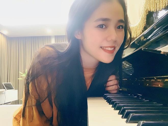 Người sở hữu các clip cover triệu view khiến MXH Việt xôn xao, danh tính của chị gây tò mò - Ảnh 2.