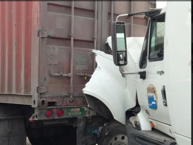 4 xe tải tông nhau liên hoàn trên đường tránh QL 1A, giao thông ách tắc - Ảnh 3.