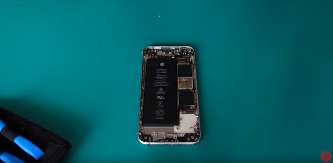 Du lịch nghịch ngợm có ngay triệu view: Tự chế iPhone đồng nát, mổ xẻ bung bét mà vẫn dùng ngon - Ảnh 3.