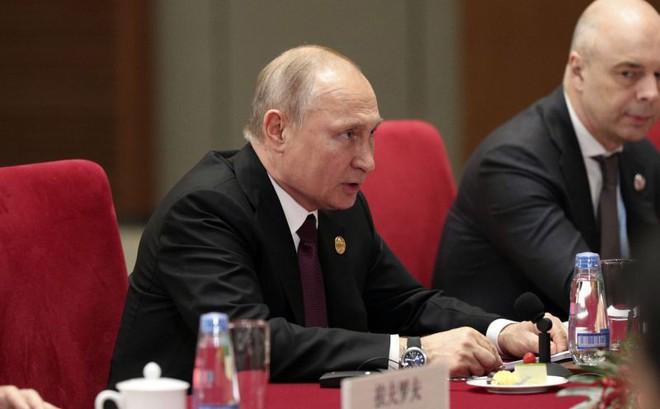 """Moskva bị mắng xối xả, TT Putin dội thẳng đòn """"sấm sét"""" vào Kiev: Cho toàn bộ dân Ukraine nhập tịch Nga nhanh!"""