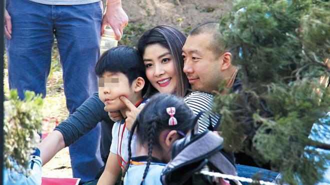 Hoa hậu Hong Kong Trần Tuệ Lâm lại mua biệt thự bạc tỷ, để dành 20 căn bất động sản cho 2 quý tử - Ảnh 11.