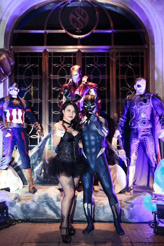 Cơn bão Avengers gây sốt phố đi bộ Hà Nội - Ảnh 3.