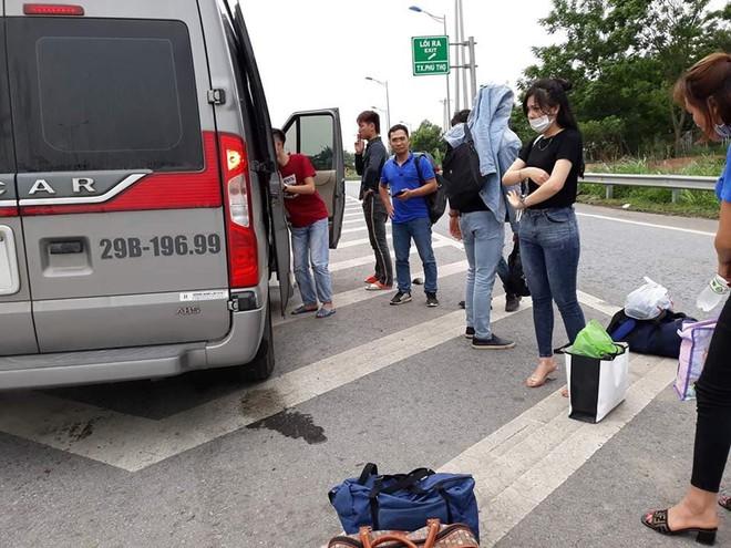 Xe dù treo biển Mỹ Đình - Yên Bái ném hành lý, đuổi khách xuống đường giữa trời nắng - Ảnh 3.