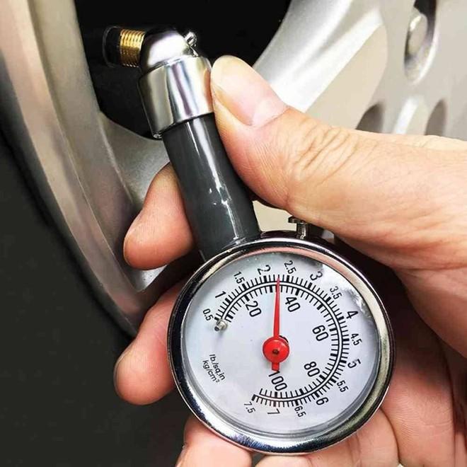 Thời tiết nắng nóng, áp suất lốp xe máy bao nhiêu là an toàn? - Ảnh 1.