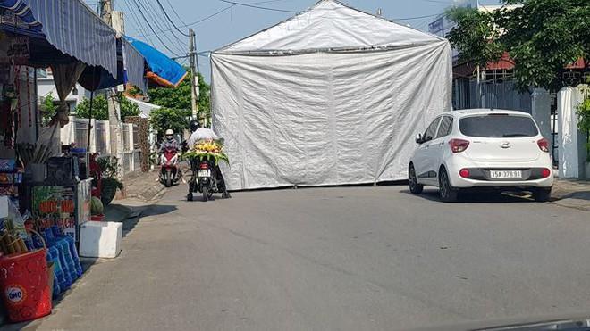 Hiệu trưởng dựng rạp giữa đường làm đám cưới cho con 3 ngày 3 đêm - Ảnh 3.