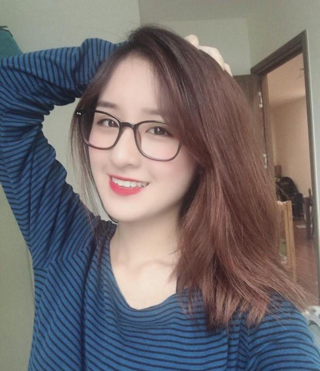 Xuất hiện vài giây trên bản tin truyền hình, cô gái Hà Nội bỗng được dân mạng truy lùng - Ảnh 2.
